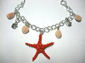 Bracciale grande stella marina rossa con conchiglie pendenti e pesciolini