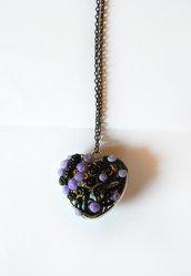 Cuore gotico traforato collana con decorazione floreale fatta a mano in porcellana fredda
