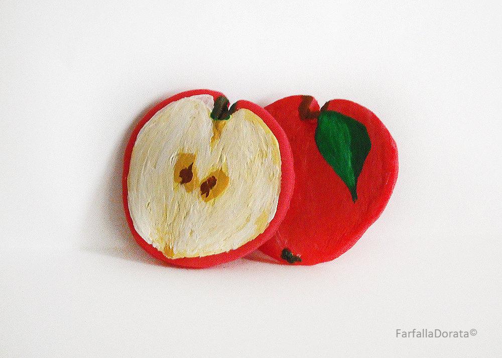 Orecchini frutta mela a perno realizzati interamente a mano in porcellana fredda