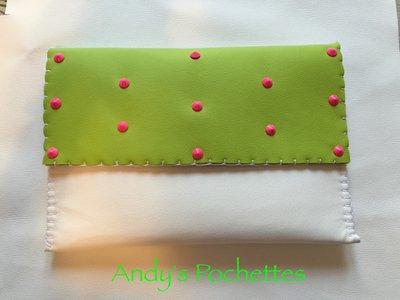 Pochette in ecopelle bianca e verde mela