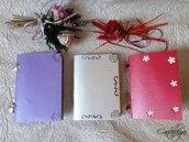 Quadernini in carta perlata in vari colori con decorazioni varie e rilegati a mano A6