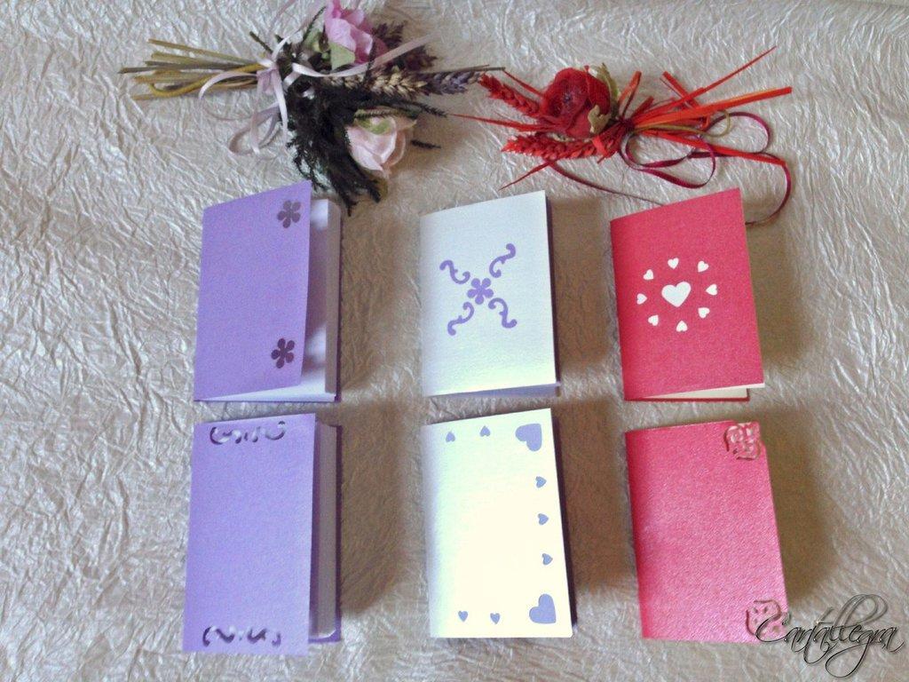 Quadernini in carta perlata in vari colori con decorazioni varie e rilegati a mano A7