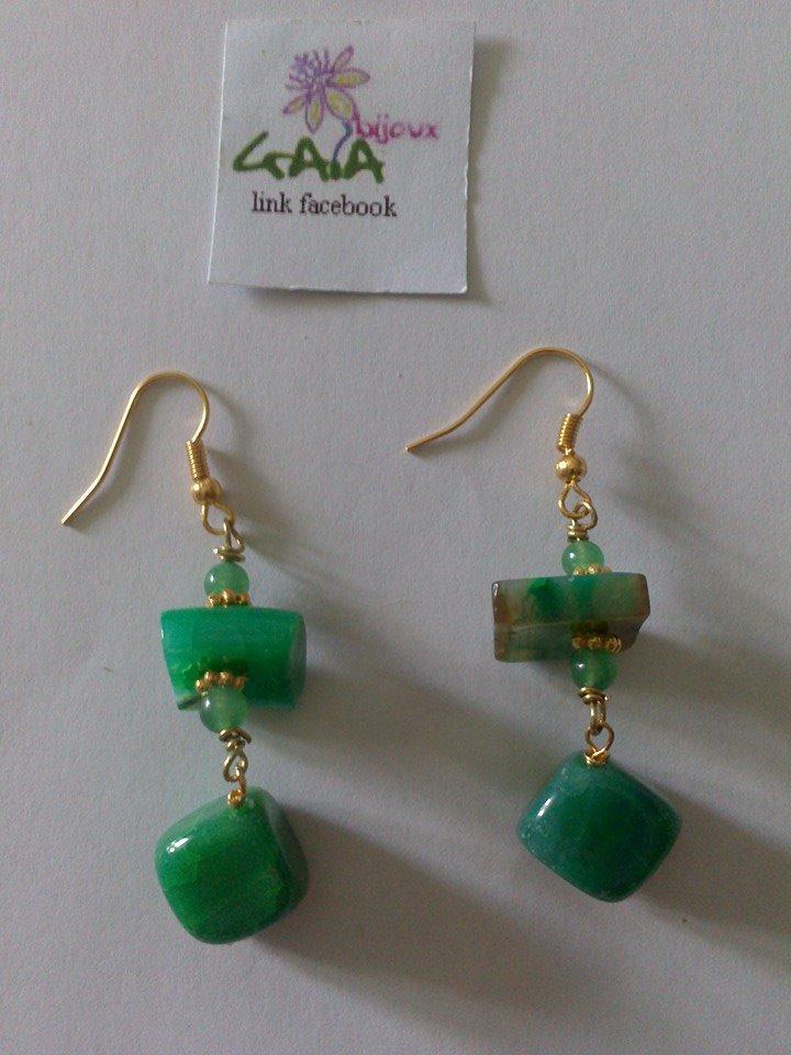 Orecchini con pietra piatta e cubetto in agata verde