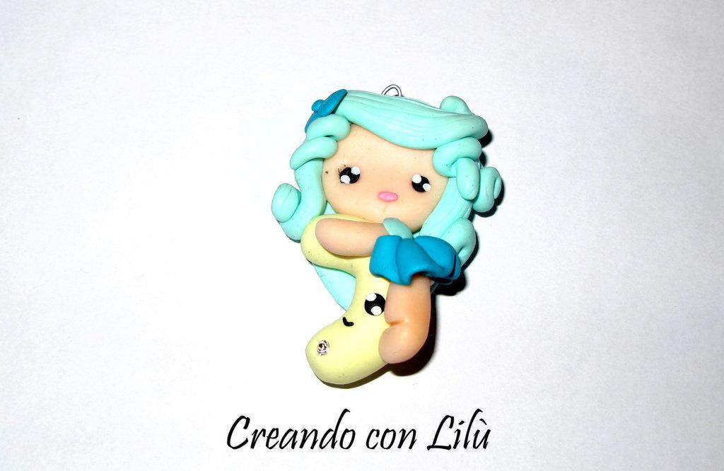 CIONDOLO IN FIMO DOLL SU LUNA CM4