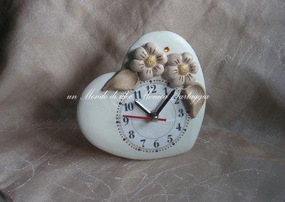 Orologio da tavolo a forma di cuore