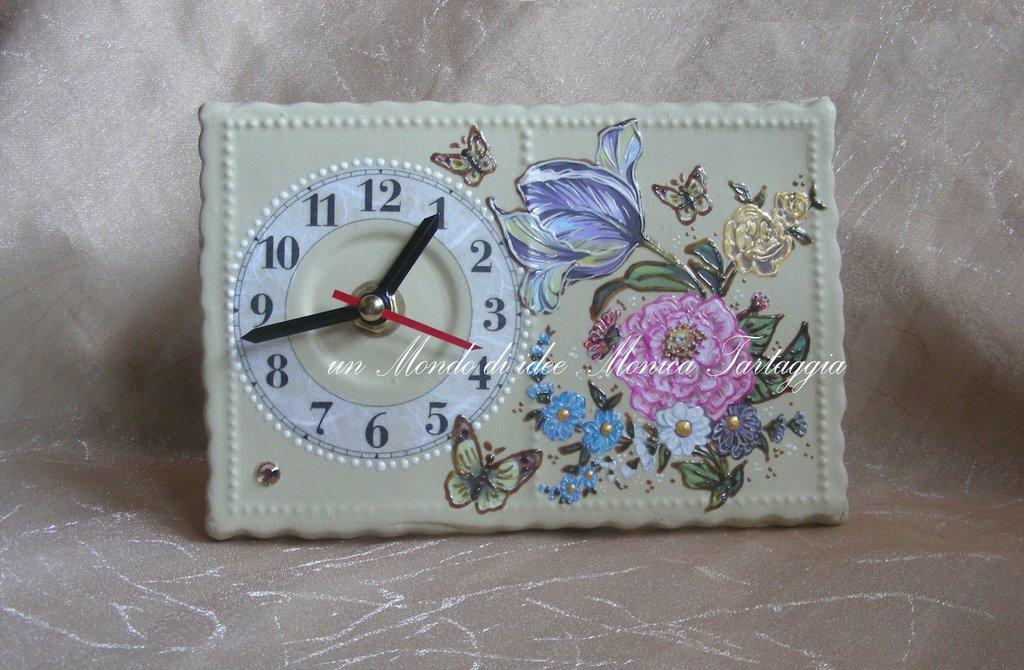 Orologio da tavolo rettangolare con fiori