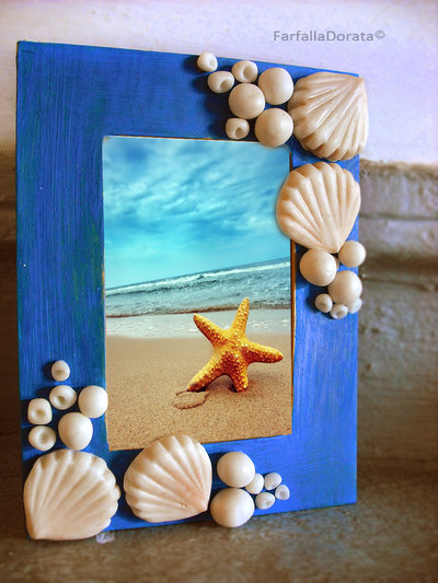 Cornice portafoto conchiglie e coralli di mare dipinta e decorata a mano in porcellana fredda