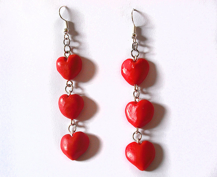 Orecchini cuore rosso fatti a mano in porcellana fredda