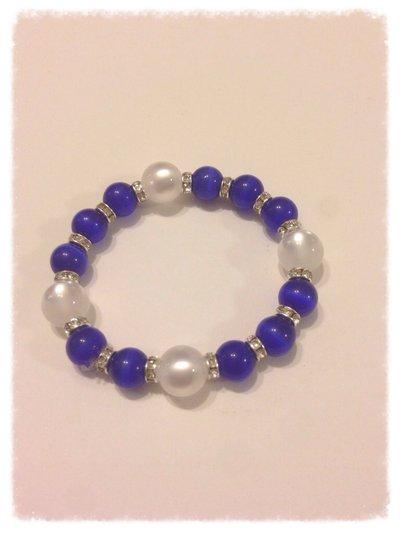 Bracciale elastico con Perle Blu e Bianche