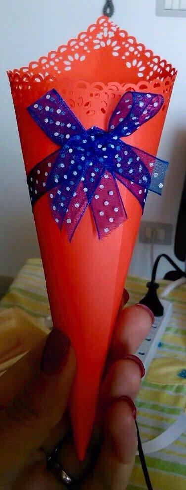 10 coni porta confetti in cartone liscio con ricamo traforato