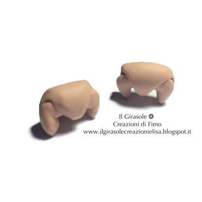 Orecchini a perno con croissant in fimo