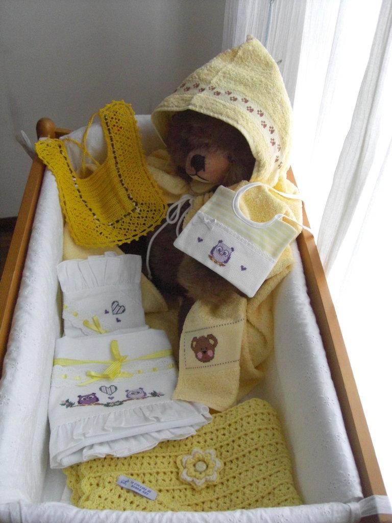 Corredino per neonato colore giallo bambini nascita for Oggetti di colore giallo