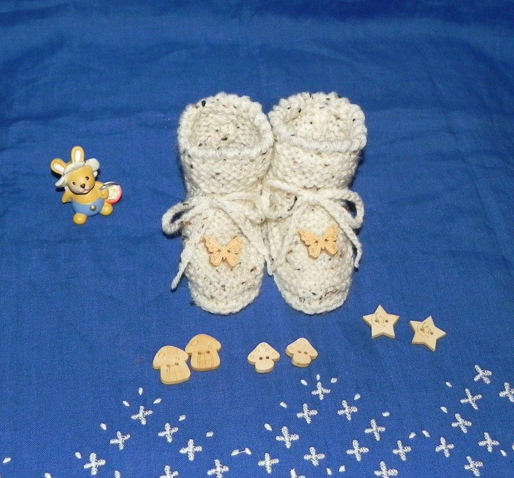 Scarpette  neonato beige realizzate ai ferri