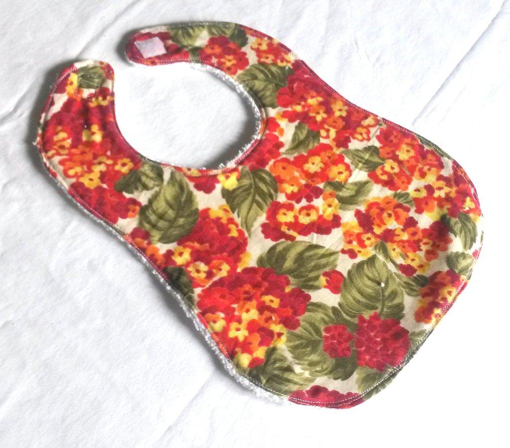 bavaglia double face in spugna di cotone e tessuto  con fiori rossi e arancioni