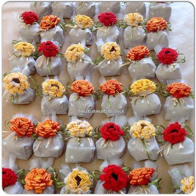 Bomboniera sacchetto porta confetti spilla fiori