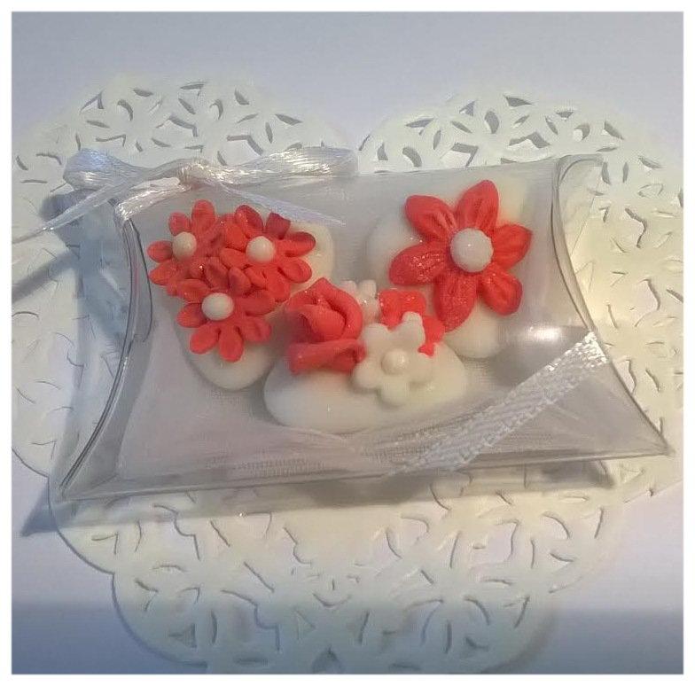 confettata matrimonio, confetti decorati in rosso corallo