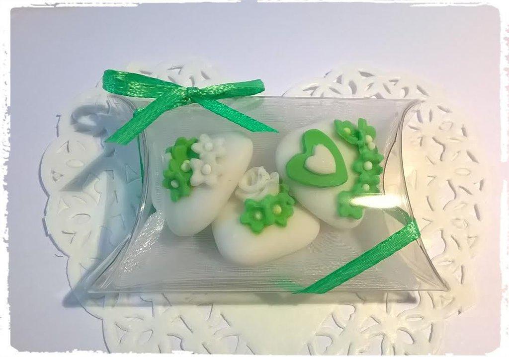 confettata promessa di matrimonio, confetti decorati, cuori e fiorellini