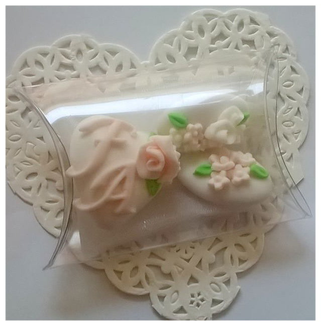 confettata matrimonio, confetti decorati in bianco e rosa