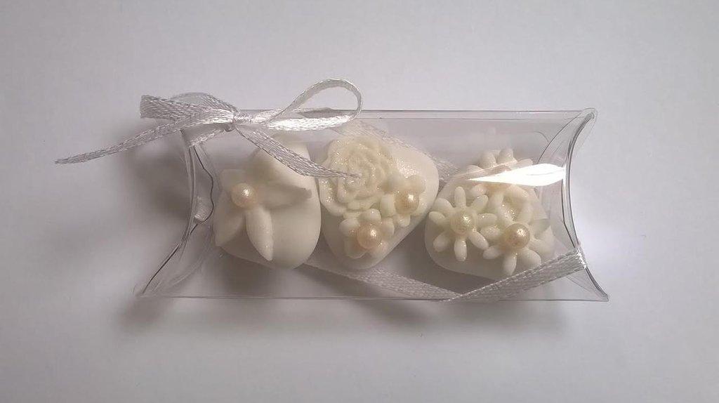 confettata matrimonio, confetti decorati in bianco e con perle di zucchero