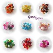 Anello a grappolo su base regolabile con pietre dure e perle