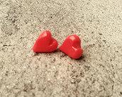 Orecchini perno cuore rosso fatto a mano in porcellana fredda