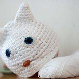 Cappellino in cotone a forma di gattino bianco per neonato circonferenza cm 38