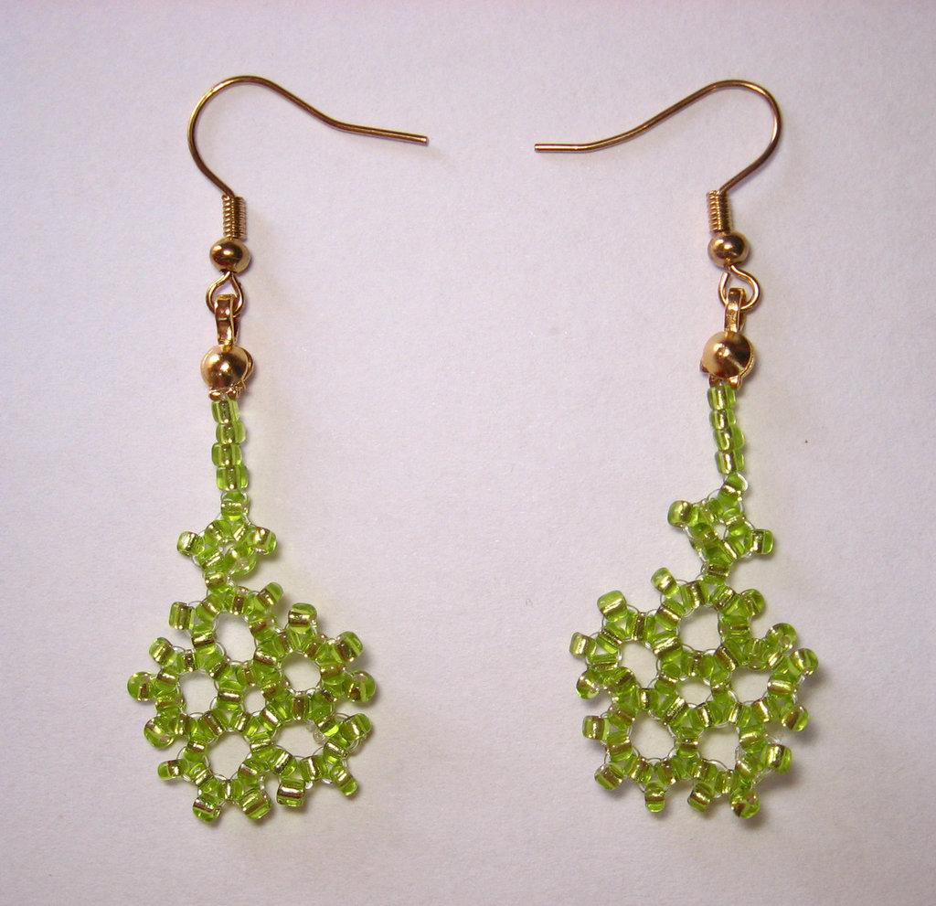 Orecchini fiocco di neve verde chiaro monachelle dorate