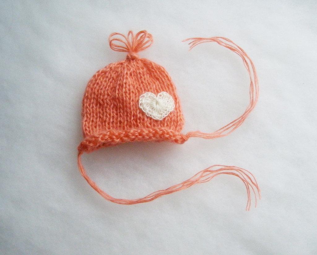 Cappellino per neonata in lana mohair 9f2d41a89910