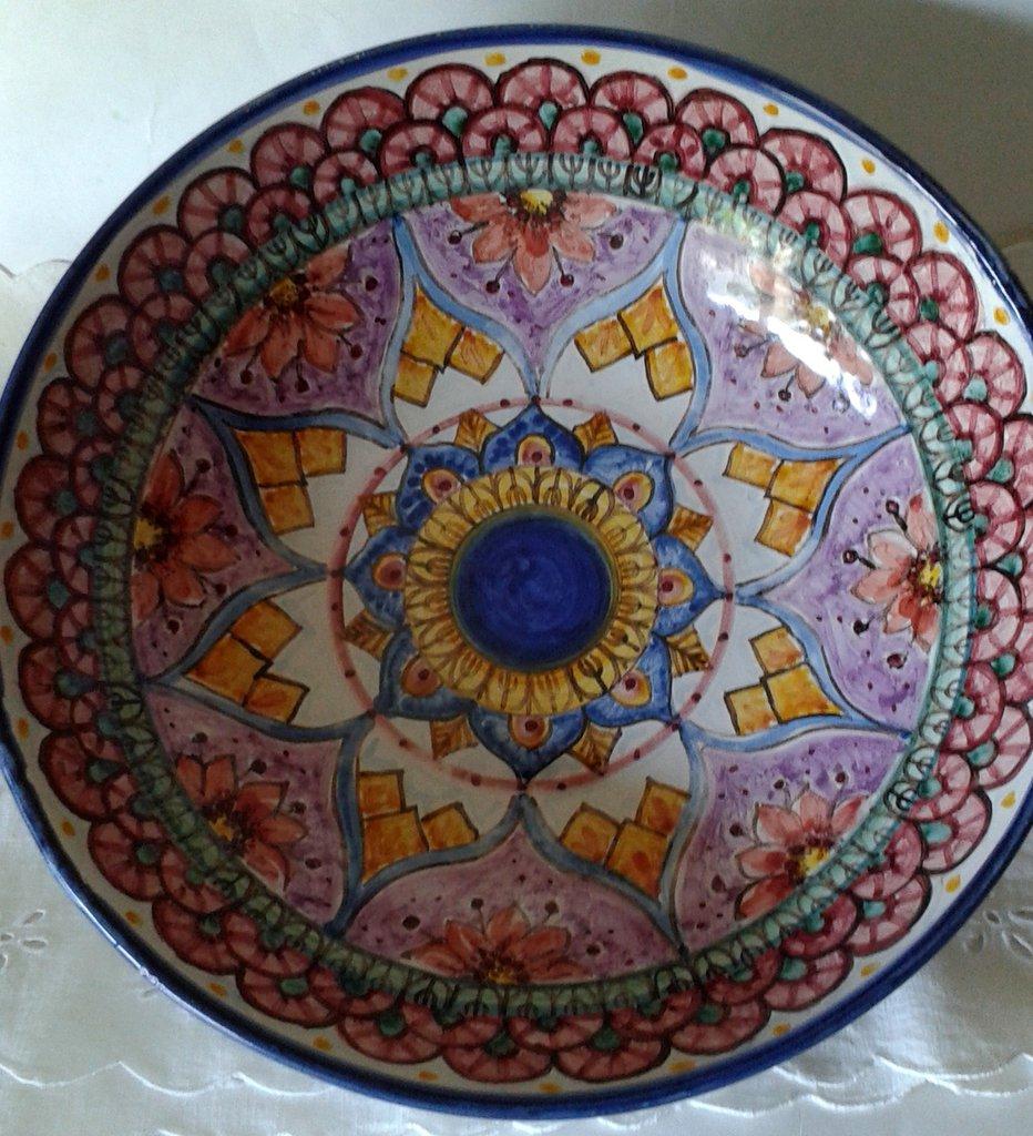 Ciotola/ Insalatiera / Spaghettiera in ceramica.Dipinta a mano.Decoro Geo/Floris.27cm