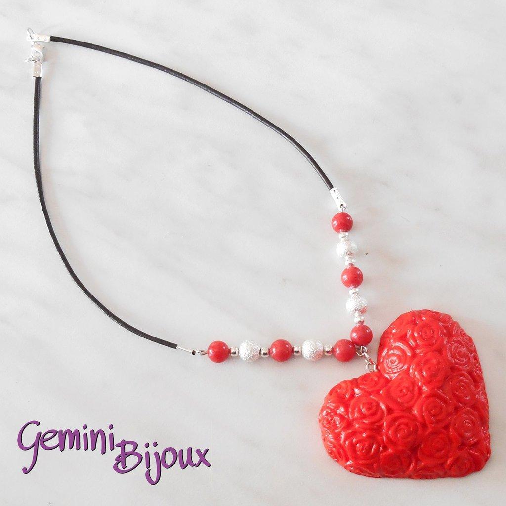 Collana con maxi ciondolo cuore in fimo rosso, cuoio e perle