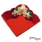 """Vassoietto in legno rosso con decorazione in fimo """"stelle bianche di Natale"""""""