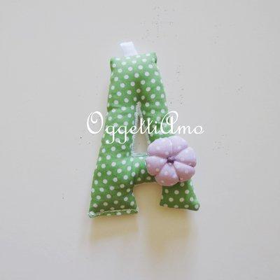 Lettera verde in cotone imbottita di morbida ovatta come bomboniera per la vostra bambina!