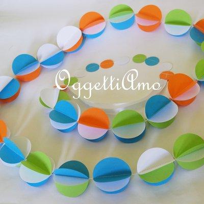 Ghirlanda di cerchi di carta colorati: azzurro, verde e arancio per la tua festa!