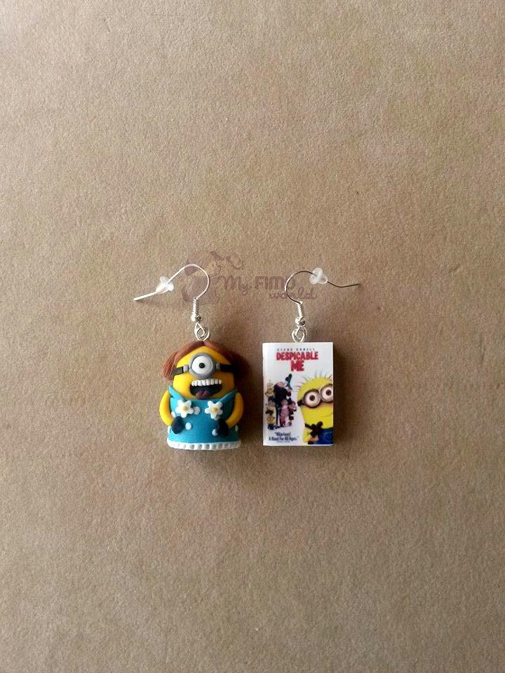 Orecchini pendenti con Minion e mini libro fimo