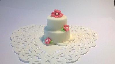 Minicake in pasta di zucchero,segnaposto, bomboniera matrimonio, fiori rosa fucsia