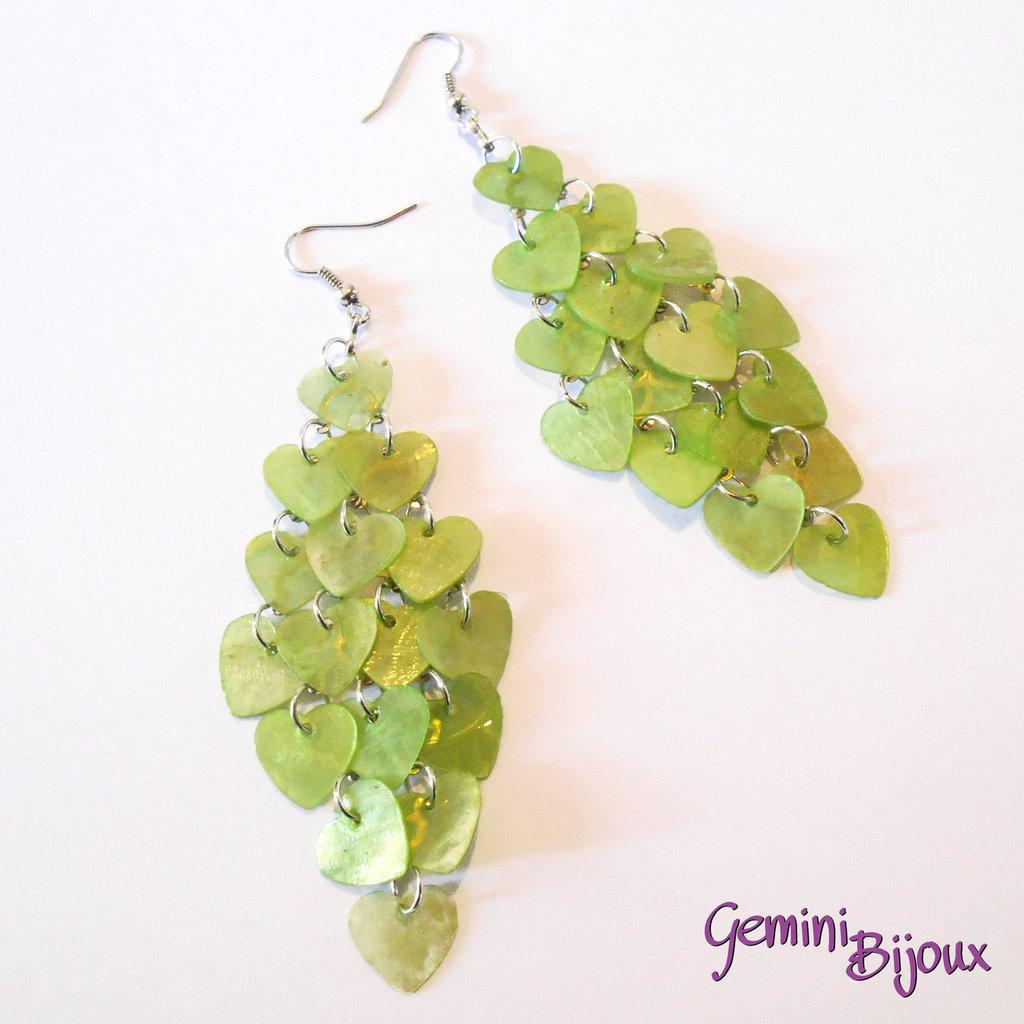 Orecchini chandelier a rombo cuori di madreperla verde