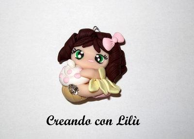 bambolina ciondolo in fimo con cupcake serie dolline golose