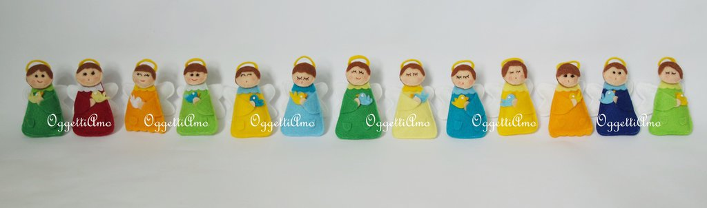 Set di 20 Angeli in pannolenci: diversi per i colori ed il volto ma identici per decorazioni