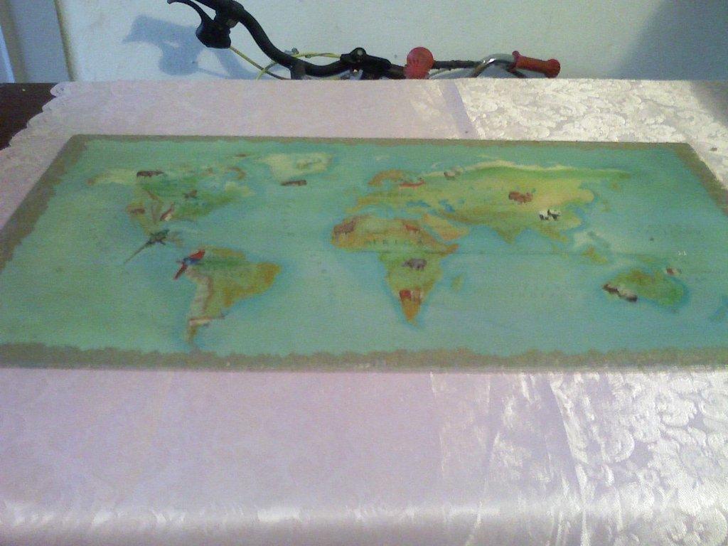 Quadro mappamondo con bordi argentati