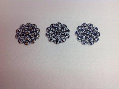 Ciondolo a forma di fiore col argento antico e pietre color zaffiro