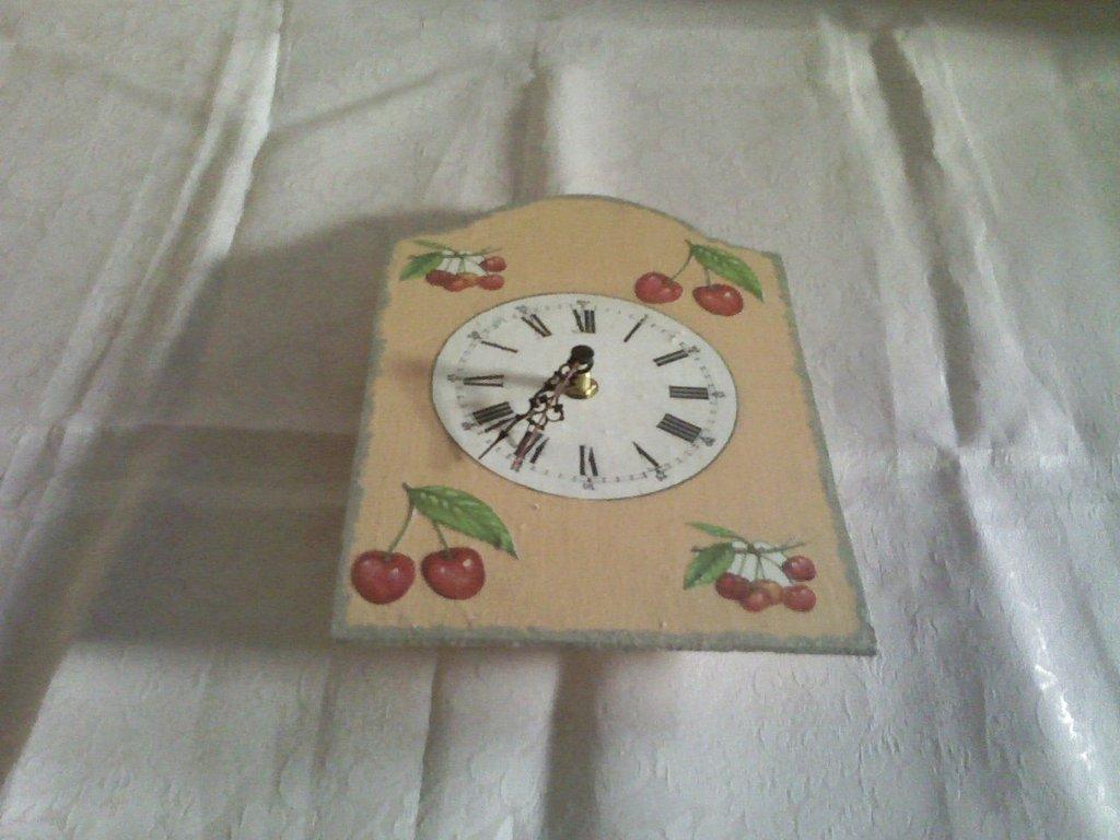 Orologio con ciliegie