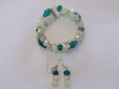 Bracciale con cristalli coordinato con orecchini