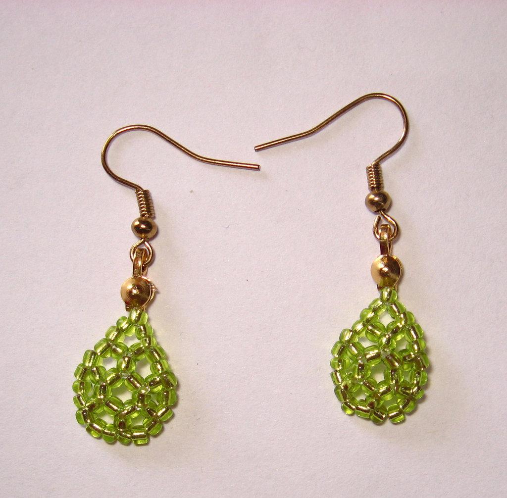 Orecchini goccia verde chiaro monachelle dorate