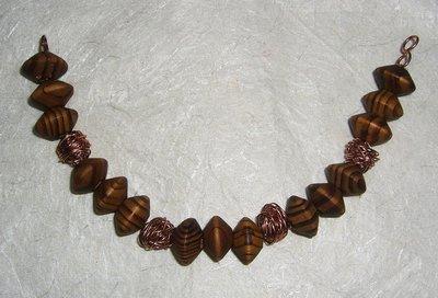 Bracciale in rondelle di legno e filo di ottone color rame