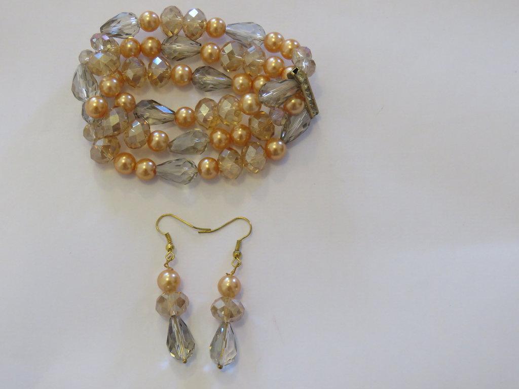 bracciale con cristalli e perle coordinato con orecchini