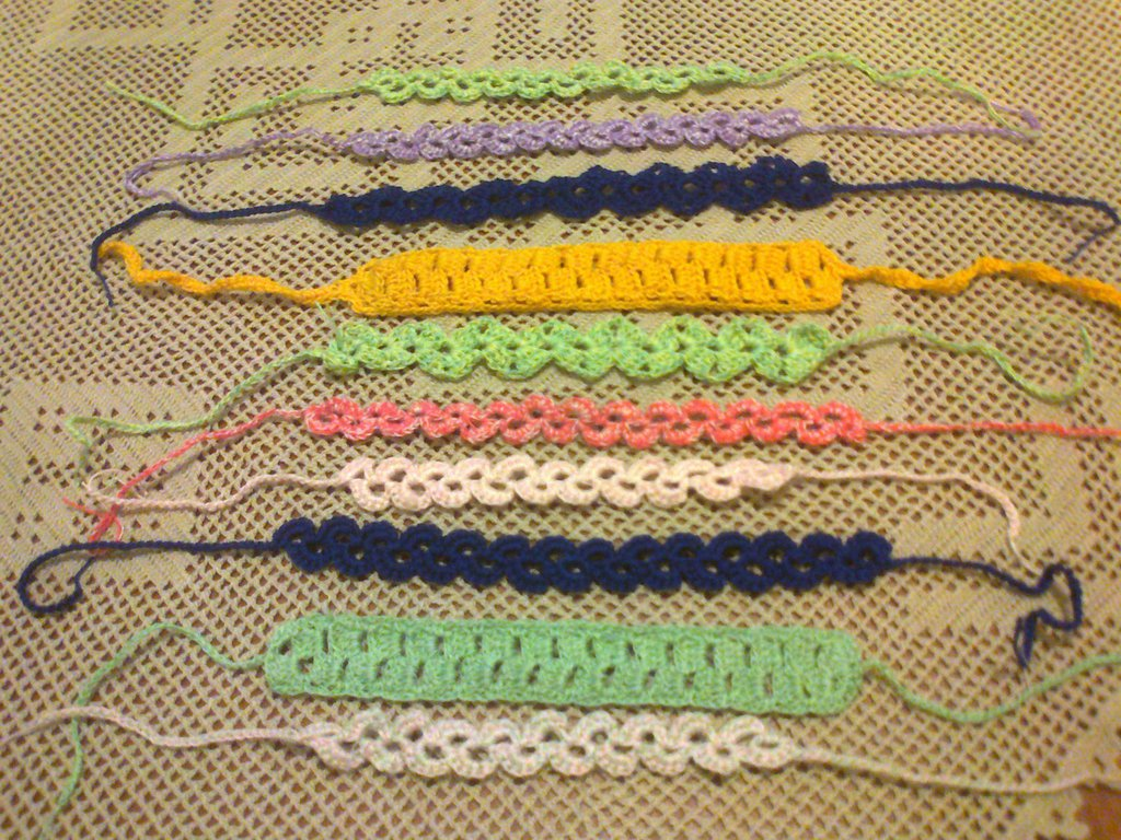 Coppia di braccialetti a uncinetto