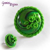 Anello in fimo su base regolabile tondo verde con foglie
