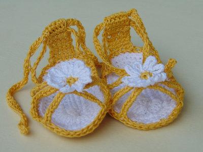 Sandaletti gialli con margherita