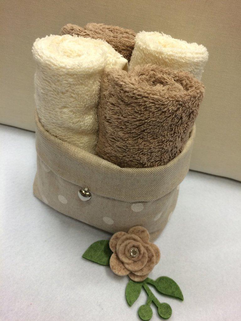 Cestino porta tutto con asciugamani
