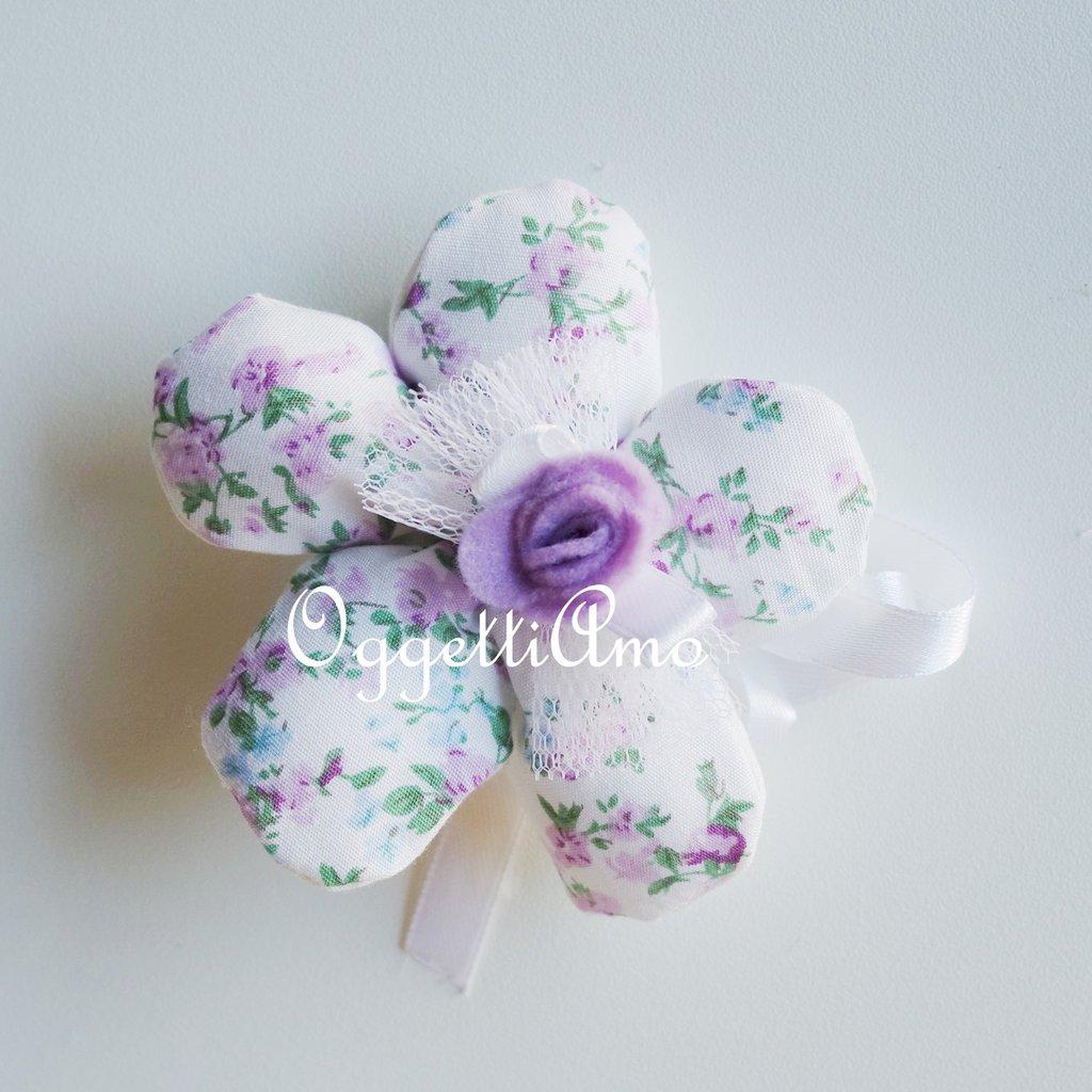 Fiore porta confetti in stoffa fantasia: una soluzione shabby chic per le vostre bomboniere